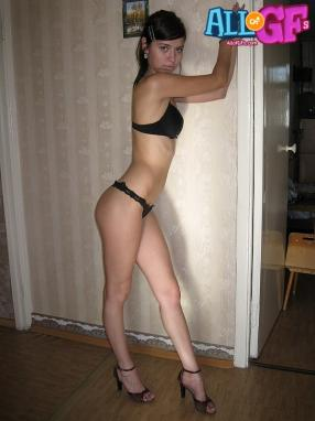 Sexy gf naked in heels